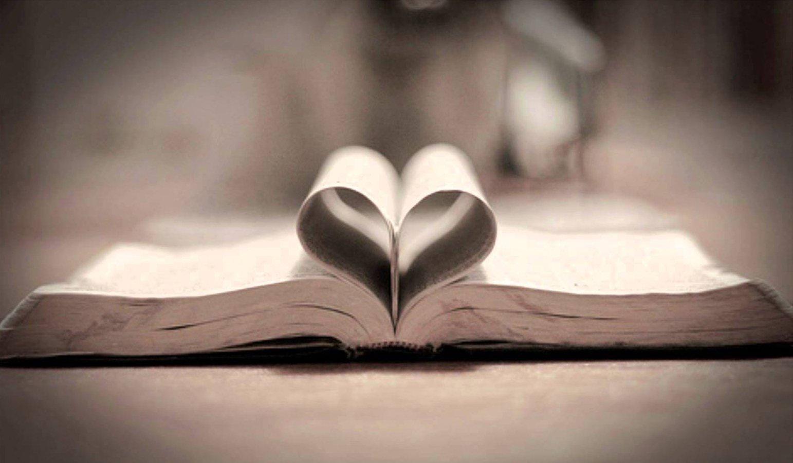 """Hierdie boek beklemtoon God se onveranderlike liefde vir Israel: """"Ek het julle liefgehad"""" (Maleági 1:2) in kombinasie met """"Ek, die HERE, het nie verander nie"""" (Maleági 3:6)."""
